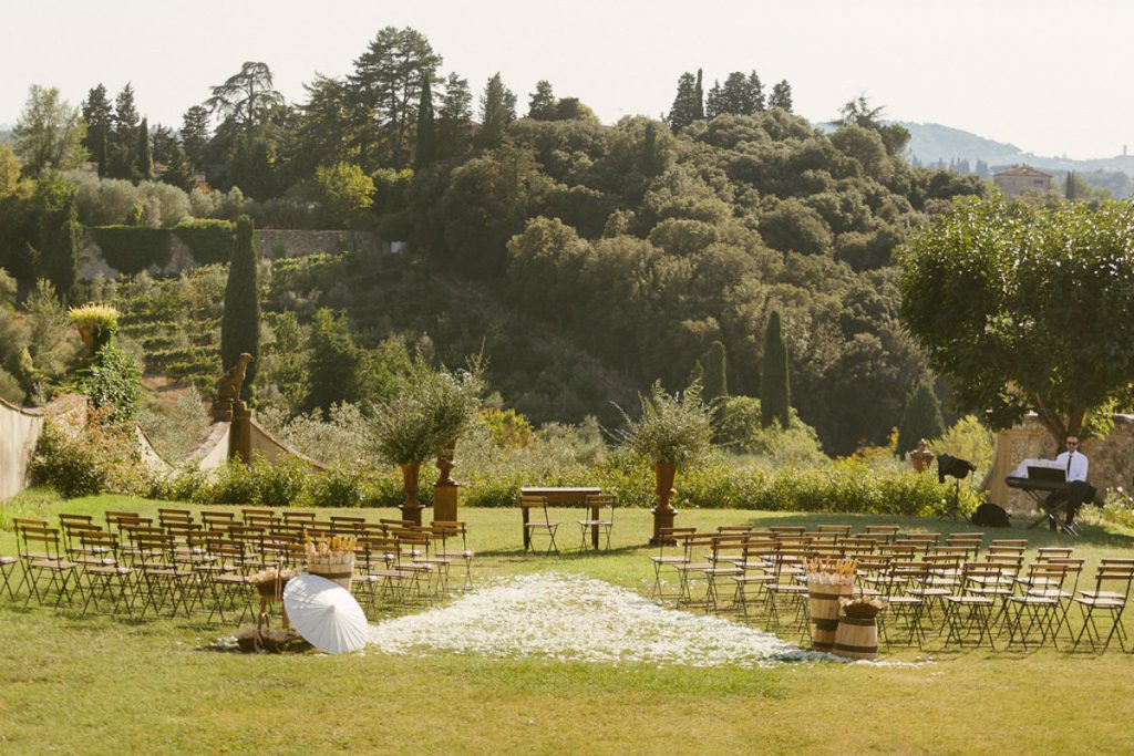 humanistic ceremony in a villa in tuscany. getting married in tuscany, la rosa canina firenze destination wedding planner