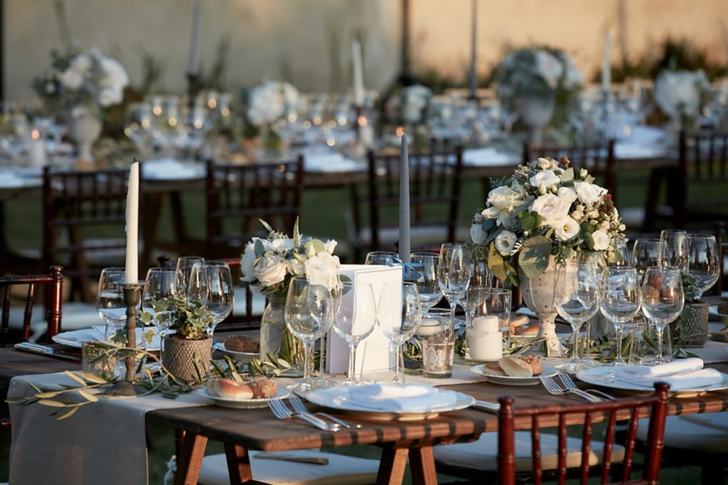 bare table decor for wedding in Tuscany. getting married in Tuscany