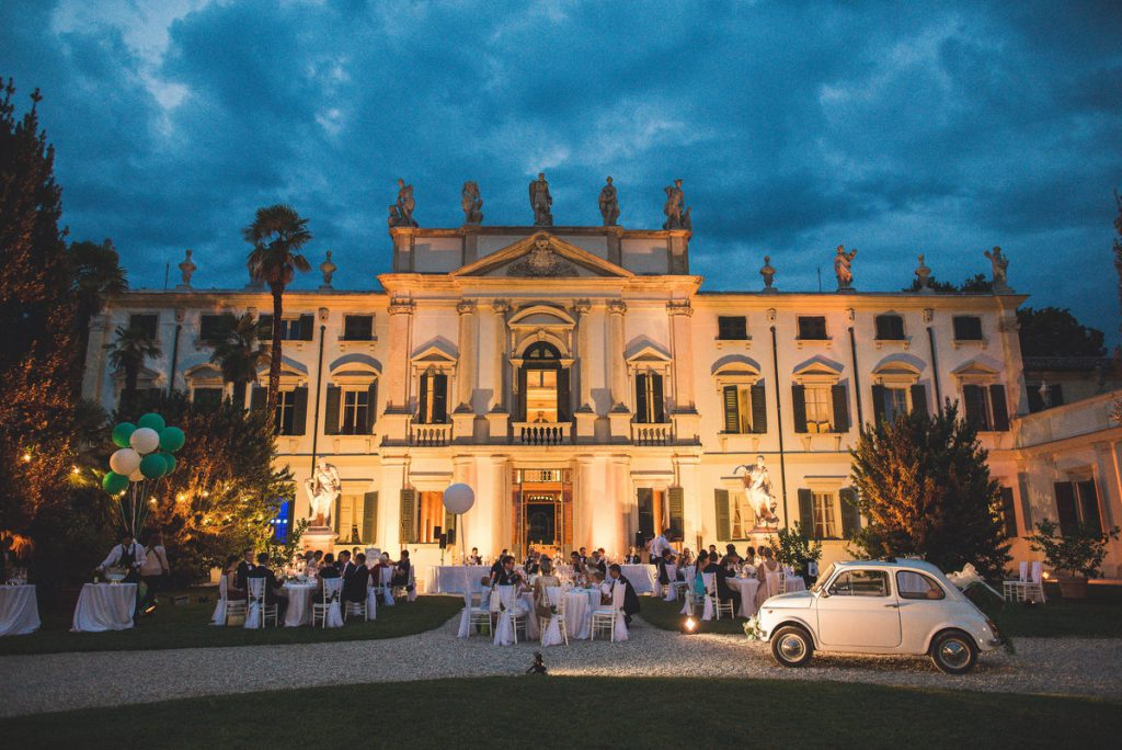romatinc dinner al fresco enchanted villa in Verona. Destination wedding in Verona
