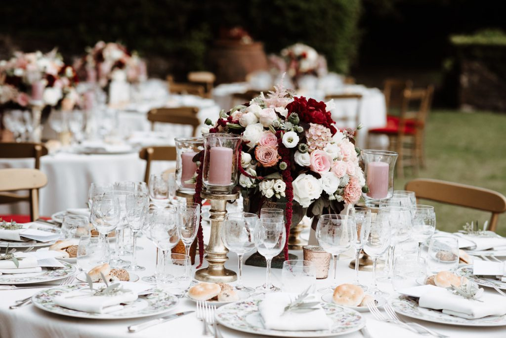 colorful wedding decor. destination wedding florence. jewish wedding in florence